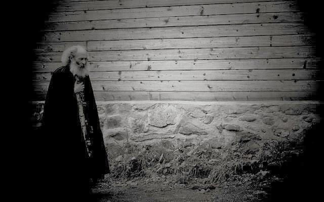 Αποτέλεσμα εικόνας για Ένας «ασήμαντος» μοναχός μέσα στην νύχτα