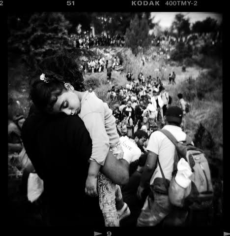 Greece/Idomeni /Aug 2015.A refugee man carries his daughter as he and other refugees make their way to the Greek-Macedonian border, near the village of IdomeniGiorgos Moutafis