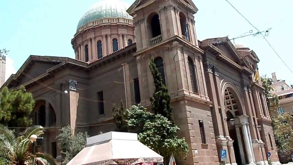 Ο Ορθόδοξος Ναός του Πολιούχου Αθηνών Αγίου Διονυσίου Αρεοπαγίτου στο Κολωνάκι. Τα τελευταία χρόνια λειτουργούσε ως «Καθεδρικός» Ναός Αθηνών εξαιτίας των εργασιών που πραγματοποιούνταν στη Μητρόπολη. Πλέον η Μητρόπολη επαναλειτουργεί κανονικά, αλλά παραμένει ένας όμορφος και σημαντικός ιστορικός ναός στο κέντρο της Αθήνας.