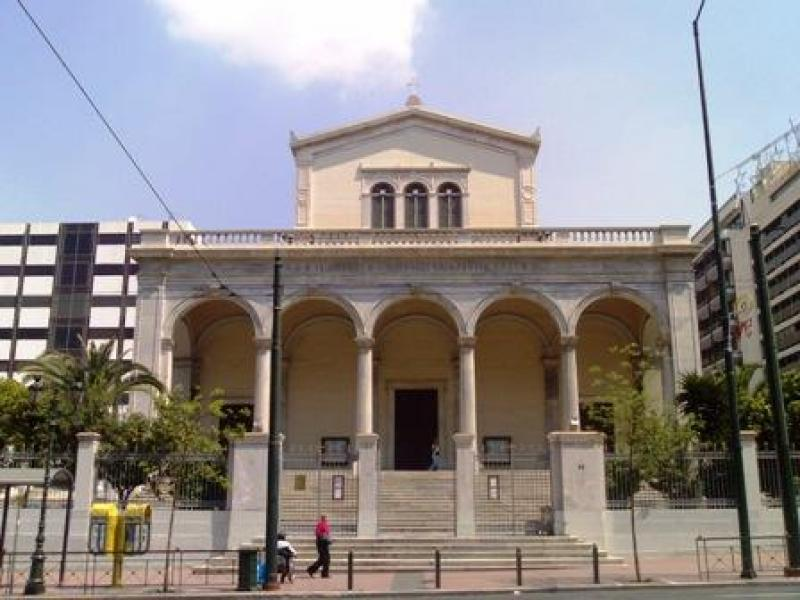 Ο Ρωμαιοκαθολικός Μητροπολιτικός Ναός των Αθηνών επίσης αφιερωμένος στον Διονύσιο τον Αρεοπαγίτη.