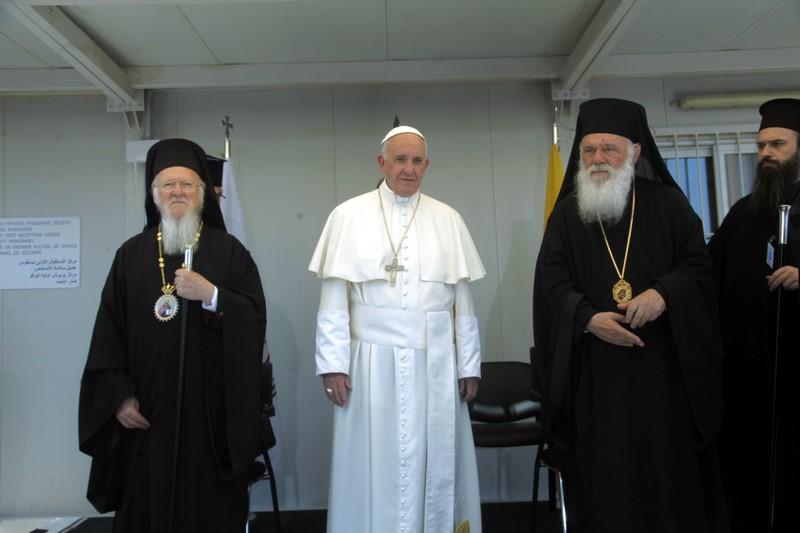 16/04: Ο Αρχιεπίσκοπος, ο Πατριάρχης και ο Πάπας επισκέφθηκαν τον καταυλισμό των προσφύγων στην Μόρια Λέσβου και έστειλαν μήνυμα αλληλεγγύης προς κάθε κατεύθυνση.