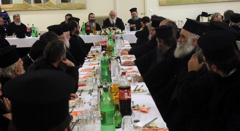 """02/02: """"Χαίρομαι να βλέπω αυτήν την ποικιλία δραστηριοτήτων για τη νεότητα, γιατί αυτό σημαίνει ότι τα παιδιά, εφόσον επιθυμούν, μπορούν να επιλέξουν και να έχουν διέξοδο"""", επισήμανε ο Αρχιεπίσκοπος Αθηνών και πάσης Ελλάδος κ. Ιερώνυμος, κατά την εκδήλωση του Γραφείου Νεότητας της Ι. Αρχιεπισκοπής για τους ιερείς που διακονούν στον τομέα αυτό."""