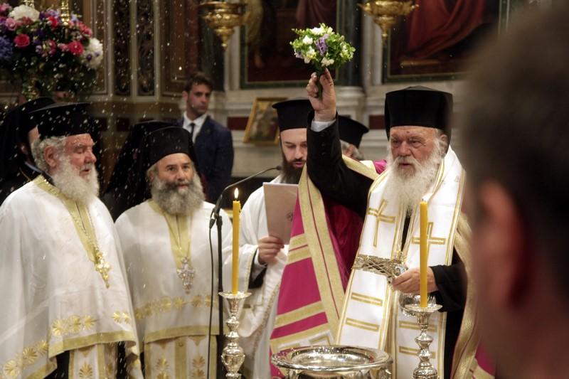 02/07: Με ιδιαίτερες τιμές ξεκίνησαν το απόγευμα του Σαββάτου οι λατρευτικές εκδηλώσεις για την επαναλειτουργία του Μητροπολιτικού Ιερού Ναού Αθηνών. Παρουσία του Προέδρου της Ελληνικής Δημοκρατίας κ. Προκόπη Παυλόπουλου ο Αρχιεπίσκοπος Αθηνών και πάσης Ελλάδος κ. Ιερώνυμος τέλεσε ευχαριστήρια Δέηση για την επαναλειτουργία του Ναού.