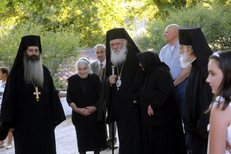10/06: Στον εσπερινό στην ιερά μονή Παναγίας Άξιον Εστίν στην περιοχή Βαρνάβα χοροστάτησε ο Αρχιεπίσκοπος Αθηνών και πάσης Ελλάδος κ. Ιερώνυμος.