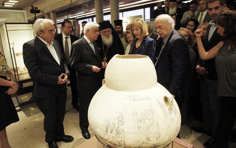 07/06: Παρουσία Προέδρου Δημοκρατίας και Αρχιεπισκόπου τα εγκαίνια του Αρχαιολογικού Μουσείου Θηβών.