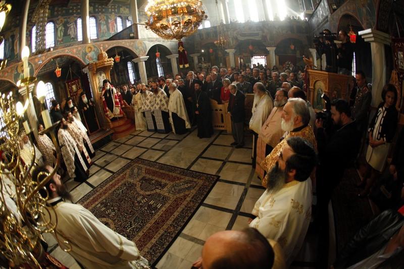 23/05: Στην ανάγκη να τιμώνται τα εκκλησιαστικά σύμβολα και οι μορφές των ηρώων της επανάστασης που αποτελούν σωστά πρότυπα αναφέρθηκε ο Αρχιεπίσκοπος Αθηνών και πάσης Ελλάδος κ. Ιερώνυμος από το Βελεστίνο στο πλαίσιο της επίσκεψής του στη Μητρόπολη Δημητριάδος. Ο Αρχιεπίσκοπος περιηγήθηκε στα «γευστικά περίπτερα» και στην συνέχεια ξεκίνησε η μουσικοχορευτική εκδήλωση , την οποία παρουσίασε ο Θοδωρής Σδρούλιας. Η εκδήλωση περιελάμβανε μουσική από παραδοσιακή Βλάχικη ορχήστρα, χορούς της Βλαχόφωνης Ελλάδος.