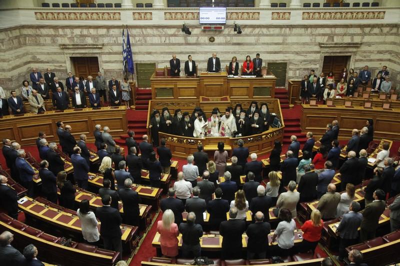 03/10: Ο Αρχιεπίσκοπος Αθηνών και πάσης Ελλάδος κ. Ιερώνυμος, στον αγιασμό στη Βουλή για την έναρξη των εργασιών της Β' Συνόδου της ΙΖ' Κοινοβουλευτικής Περιόδου.