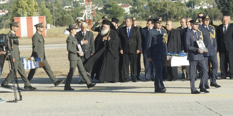 04/10: Παρουσία του Προέδρου της Ελληνικής Δημοκρατίας κ. Προκόπη Παυλόπουλου και του Αρχιεπισκόπου Αθηνών και πάσης Ελλάδος κ. Ιερωνύμου πραγματοποιήθηκε η τελετή υποδοχής των λειψάνων 16 Ελλήνων αγωνιστών που επέβαιναν στο Noratlas, το οποίο καταρρίφθηκε στο σημείο όπου βρίσκεται ο Τύμβος της Μακεδονίτισσας, τον Ιούλιο του 1974.