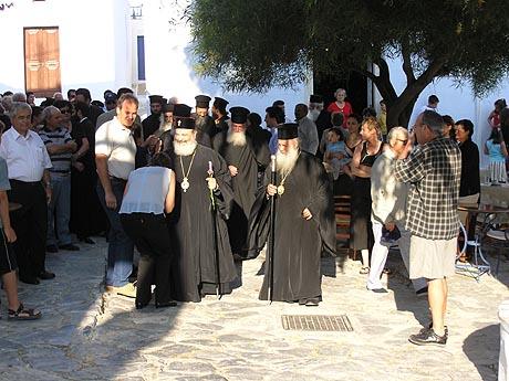 Μια από τις επισκέψεις του μακαριστού Χριστόδουλου στην Αμοργό (Φωτο:Γιάννης Δεσποτίδης)