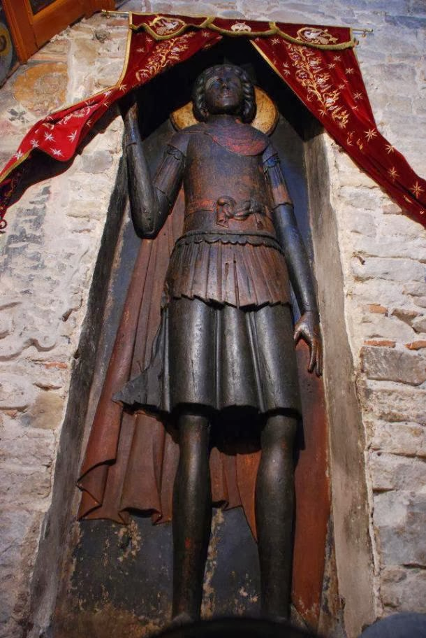 Η υπερμεγέθης ανάγλυφη εικόνα του Αγίου Γεωργίου στην Ομορφοκκλησιά Καστοριάς