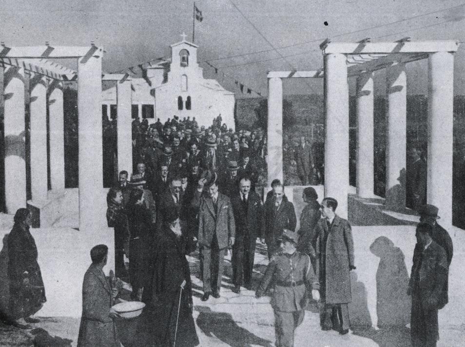 Εθνική Εορτή 25ης Μαρτίου 1936. Τότε τελέσθηκαν και τα Θυρανοίξια του Ι.Ν. Αγ.Φιλοθέης. Χαιρετά ο τότε Διοικητής της Εθνικής Τραπέζης Ιωάννης Δροσόπουλος, ο οποίος ήταν ένας εκ των Ιδρυτών του προαστίου Φιλοθέης.