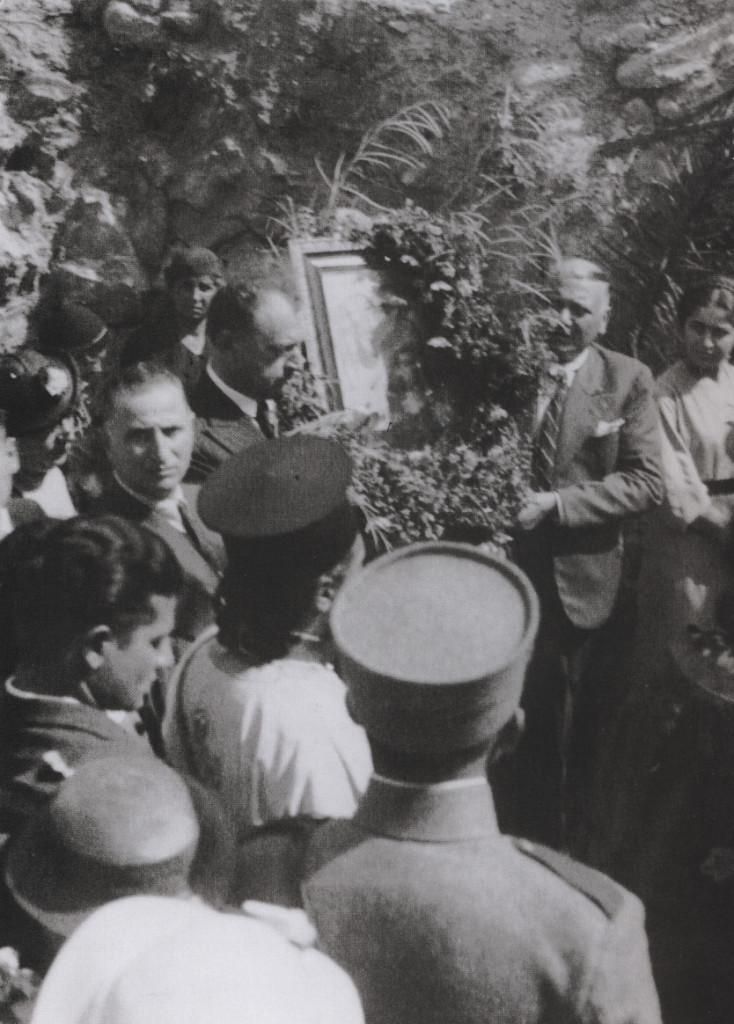 Ήταν το έτος 1936 και συγκεκριμένα στις 19 Φεβρουαρίου, ημέρα κατά την οποία η Εκκλησία τιμά τη μνήμη της Αγία Φιλοθέης και ήταν η πρώτη ιερή Λιτάνευση της Εικόνας.