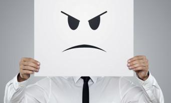 θυμώνεις
