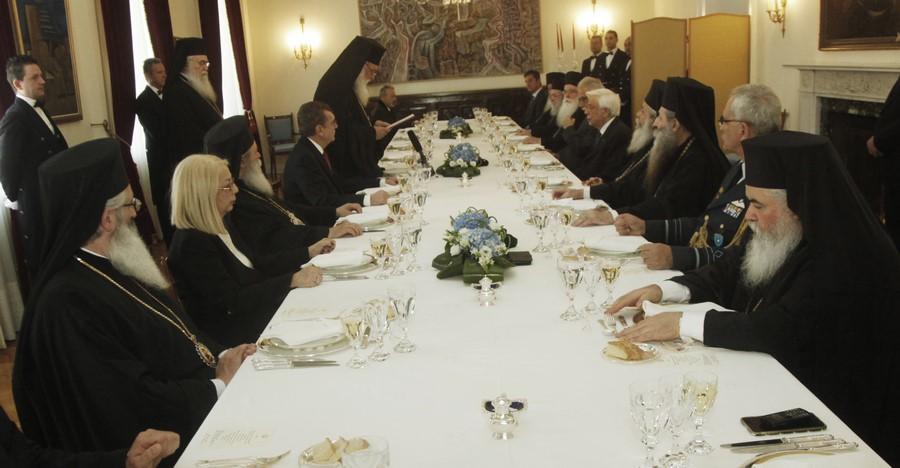 05/03: Επίσημο γεύμα του Προέδρου της Δημοκρατίας προς τον Αρχιεπίσκοπο και τα μέλη της Δ.Ι.Σ.