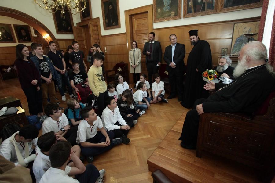 09/11: Μαθητές από την Ναύπακτο επισκέφθηκαν τον Αρχιεπίσκοπο/.