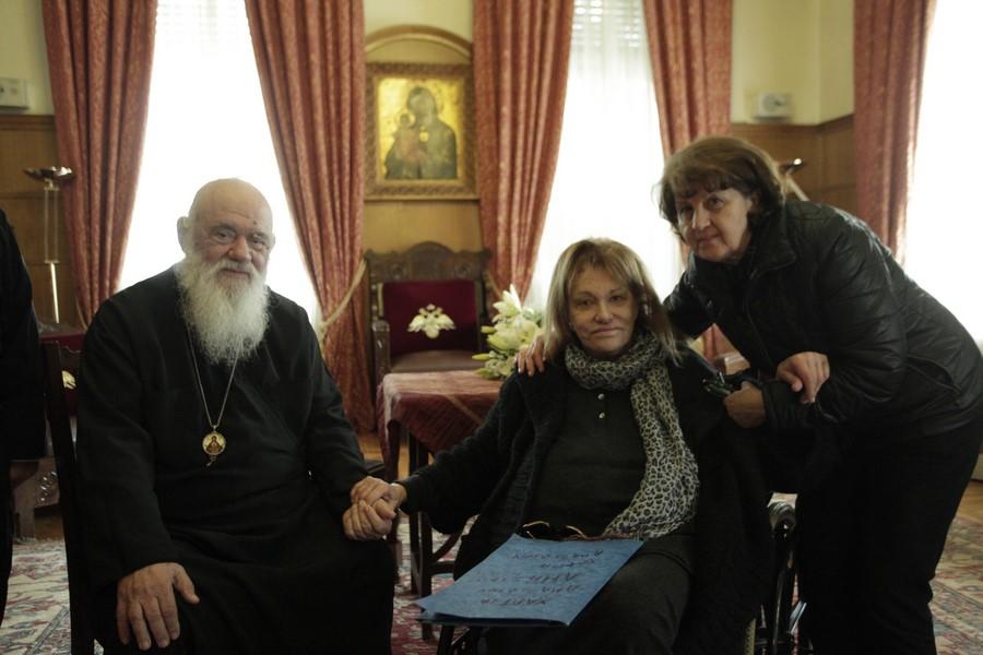Η Μαίρη Χρονοπούλου επισκέφθηκε τον Αρχιεπίσκοπο και συνομίλησαν για αρκετή ώρα.
