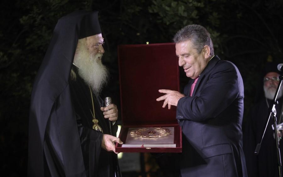 26/08: Ειδική εκδήλωση αναγόρευσης του Αρχιεπισκόπου σε επίτιμο Δημότη Ιλίου στην πλατεία Αγίου Φανουρίου.