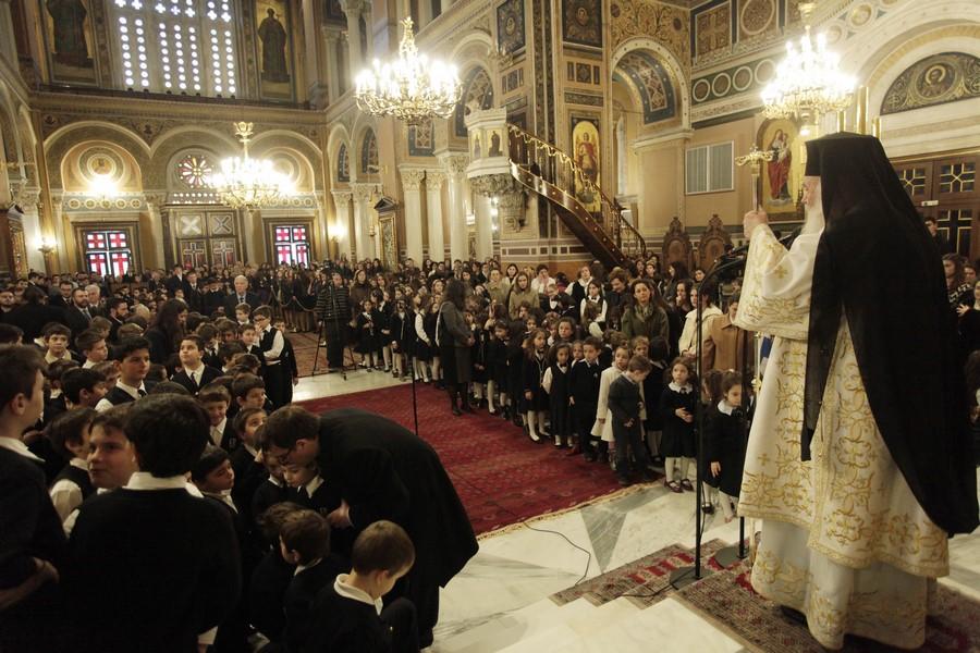 30/01: Ο Αρχιεπίσκοπος τέλεσε, ημέρα κατά την οποία η Εκκλησία τιμά τους Τρεις Ιεράρχες, προστάτες της Παιδείας, το μυστήριο της Θείας Ευχαριστίας στον Ιερό Μητροπολιτικό Ναό Αθηνών. Ο ναός ήταν κατάμεστος από μαθητές, εκπαιδευτικούς και γονείς, ενώ συμμετείχαν στην Θεία Λειτουργία οι μαθητές των Εκπαιδευτηρίων «Ελληνική Παιδεία».