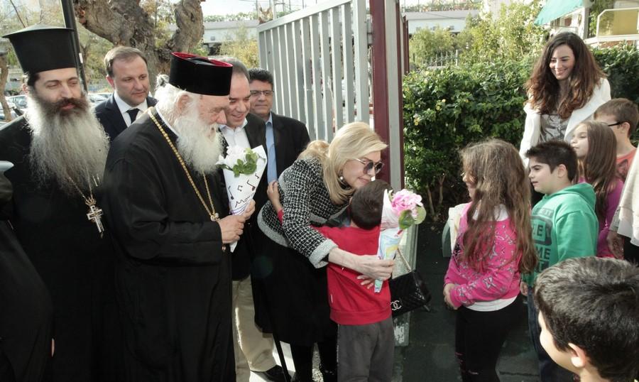 05/12: Αρχιεπίσκοπος και Μαριάννα Βαρδινογιάννη στο Δημήτρειο Κέντρο Δημιουργικής Απασχόλησης.