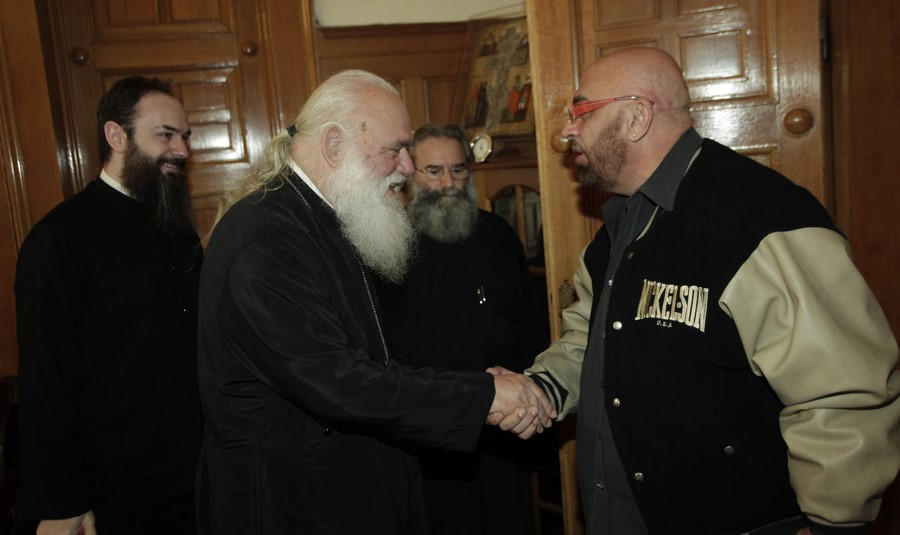 Ο Γιάννης Ζουγανέλης στον Αρχιεπίσκοπο.