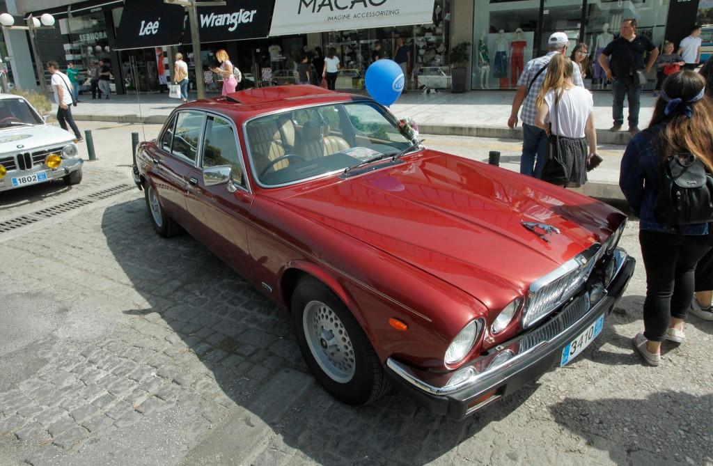 Το πρώτο αυτοκίνητου του Αρχιεπισκόπου Χριστοδούλου. Δώρω με την ανάληψη των καθηκόντων του στον Αρχιεπισκοπικό θρόνο.