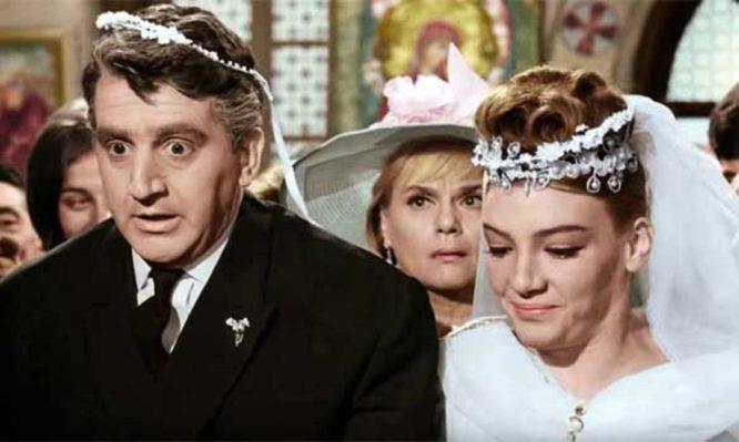 Τί σύμβολίζει το πάτημα ποδιού την ώρα του γάμου;
