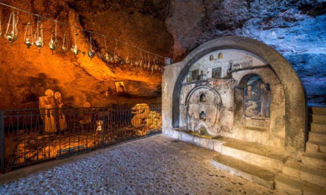 σπηλαίου